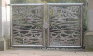 Embankment gates